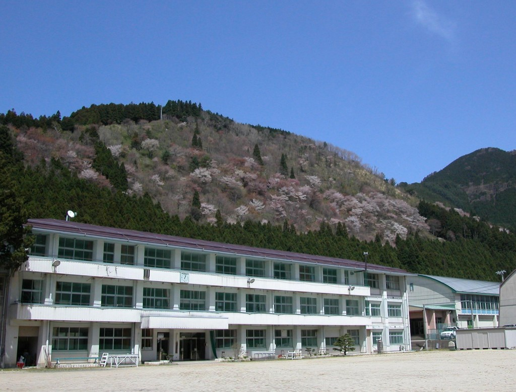 洞川中学校外観